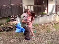 Кудрявый азиатских пара наслаждается на открытом воздухе киска бурения действий