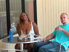 Посмотреть ролик парень и подруга сперма видео на стуле