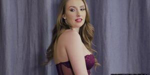 Сексуальная Джейд Харли берет гигантский член в ее задницу